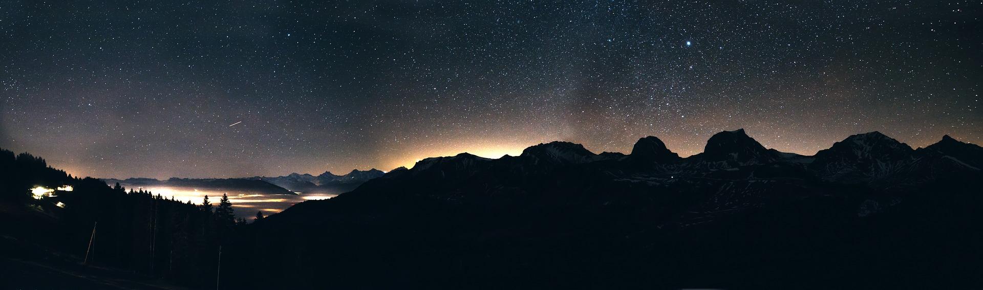 dunkler Himmel